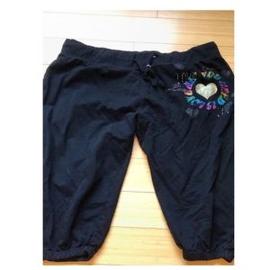 Pants - Plus size black cropped sweat pants